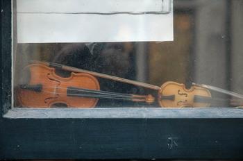 Miniature_violins